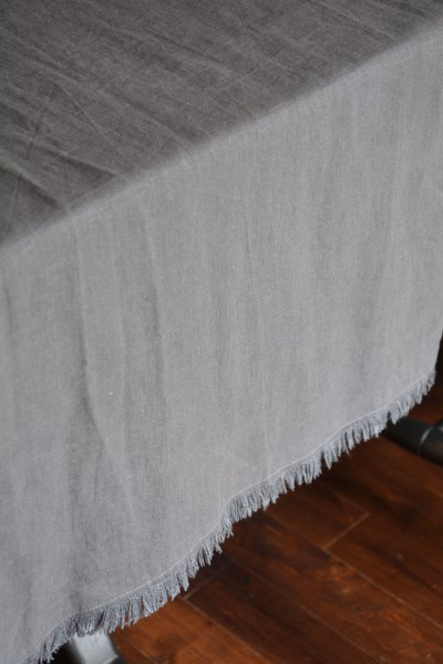 Grey bilbao table runner boutique aux mirabelles - Chemin de table gris perle ...