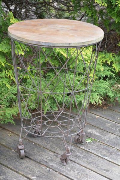 table panier sur roulettes boutique aux mirabelles. Black Bedroom Furniture Sets. Home Design Ideas