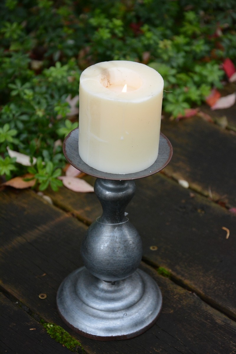 Lanternes porte-bougie en bois avec encoche en forme de c/œur.